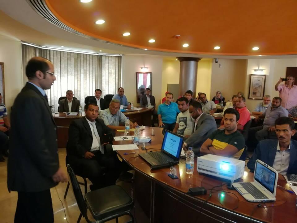 صور خاصة لمسئولي شركة جنوب القاهرة اليوم مع مستثمري جمعية شق الثعبان