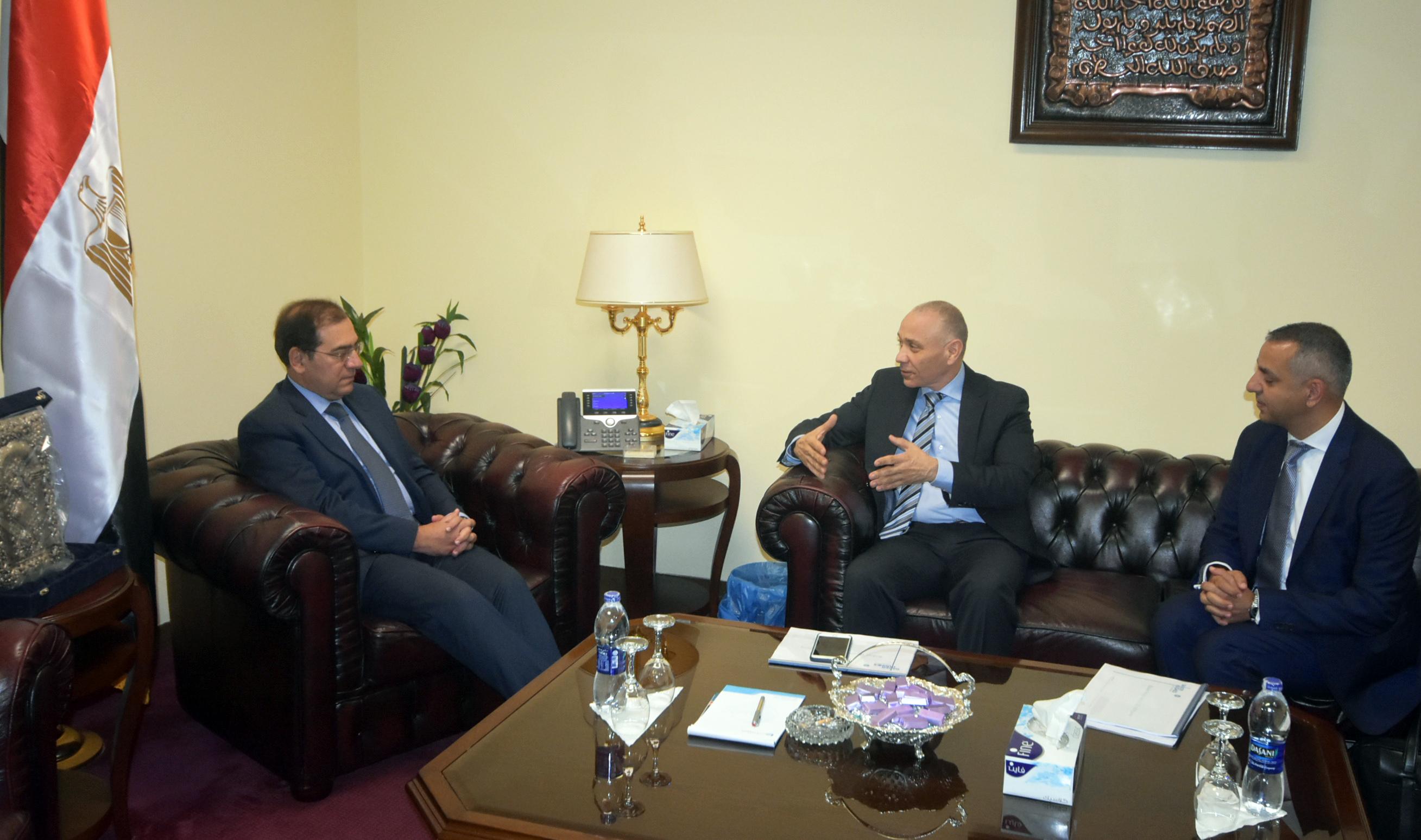 الملا يستقبل أيمن خطاب نائب رئيس شركة بيكر أند هيوز وسامح حسين المدير العام  لزيادة استثمارات الشركة  بمصر