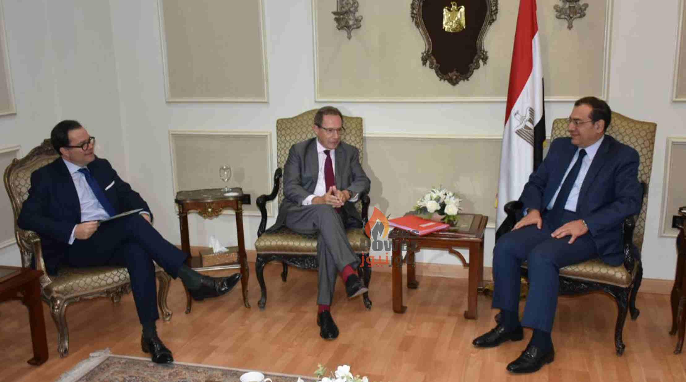 وزير البترول يلتقي سفير فرنسا لبحث الفرص الاستثمارية فى مشروعات البترول والغاز الطبيعى