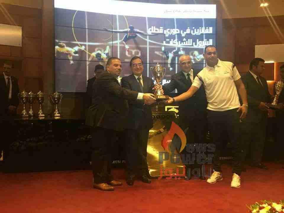 فريق كرة اليد وكرة القدم الخماسية بشركة بوتاجاسكو يحصلون على المراكز الاولى بدورى شركات قطاع البترول