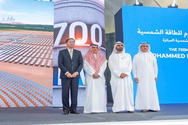 حاكم دبى يضع حجر الأساس لأكبر مشروع للطاقة الشمسية المُركَّزة في العالم بقدرة 700 ميجاوات وباستثمارات 14,2 مليار درهم