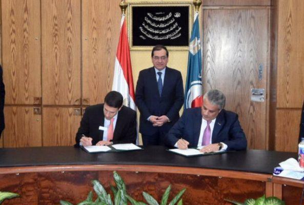وزير البترول يشهد توقيع عقد تنفيذ المرحلة الأولى لمشروع تطوير قطاع التعدين بين شركتي انبي و وود ماكنزى
