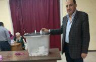مدير شركة EIM Energy للطاقة الشمسية يدلي بصوته في الانتخابات الرئاسية
