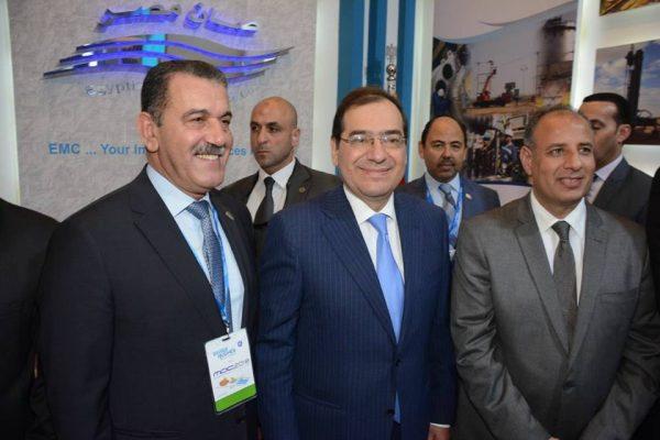 الملا وسلطان وعز الرجال يتفقدون جناح صان مصر بمؤتمر موك