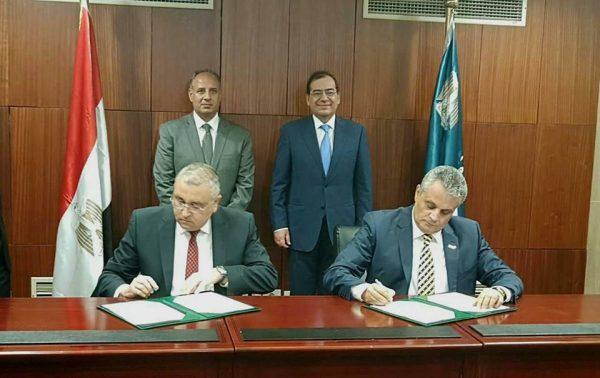 وزير البترول يشهد توقيع بروتوكول تعاون بين