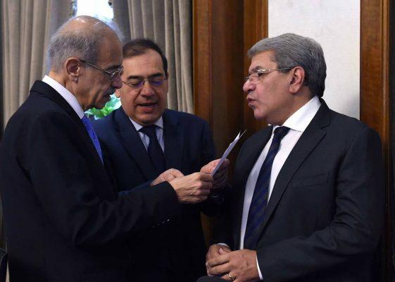 مجلس الوزراء يمنح المالية والبترول الضوء الاخضر للتعاقد مع البنوك العالمية ضد مخاطر ارتفاع اسعار البترول