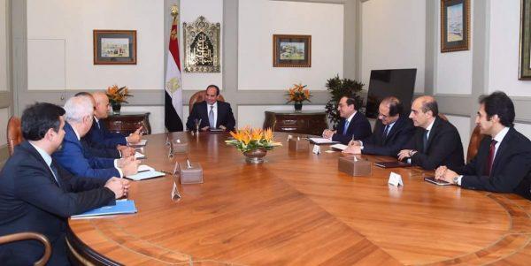 السيسي يؤكد لرئيس إيني الالتزام بالجدول الزمني المخطط لتطوير حقل ظهر ومعدلات انتاجه