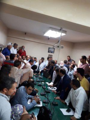 عاجل..تجمع نقابى كبير من ممثلى نقابات الكهرباء للمطالبة بتطبيق قانون العلاوات على 170 الف عامل