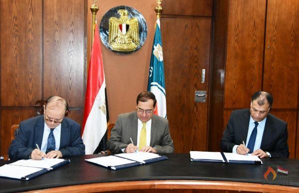 مصر تنجح فى توقيع 61 اتفاقية باستثمارات 14 مليار دولار للبحث عن البترول والغاز في مناطق مصر البرية والبحرية