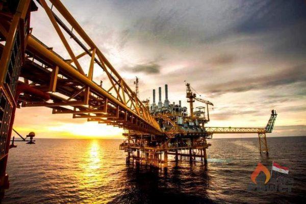 النفط يقفز أكثر من 1% بعد هبوط ليومين ولكن يتجه إلى أول انخفاض أسبوعي في خمسة أسابيع