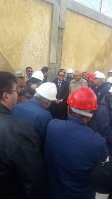 عاجل ..وصول  وزير البترول لمتابعة حريق التنك 206 بشركة اسكندرية للبترول