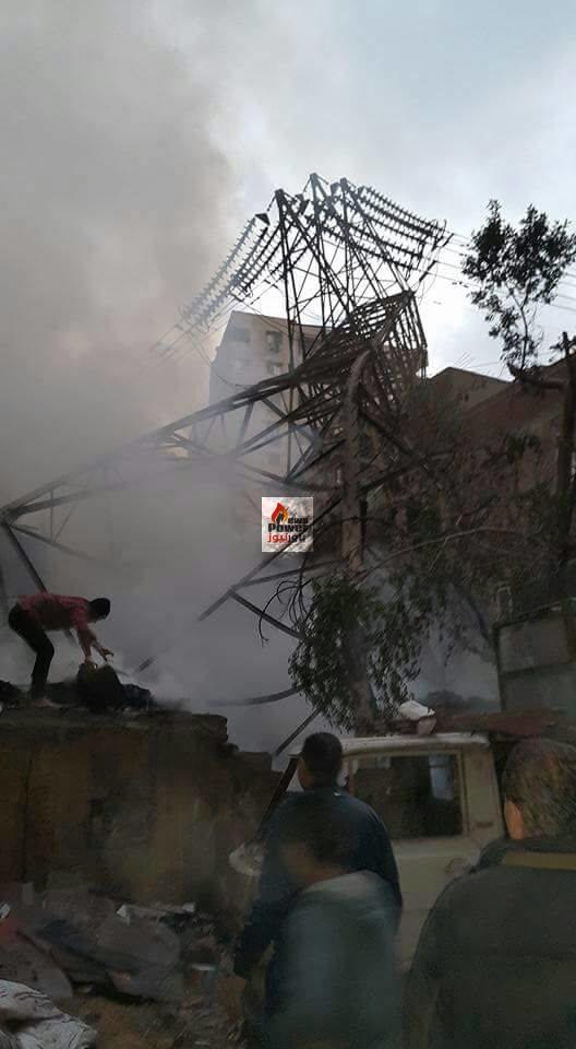 فيديو خاص لـ «موقع باور نيوز» يظهر تجمع الاهالى حول برج الضغط العالى بعد سقوطه بسبب حريق مجاور