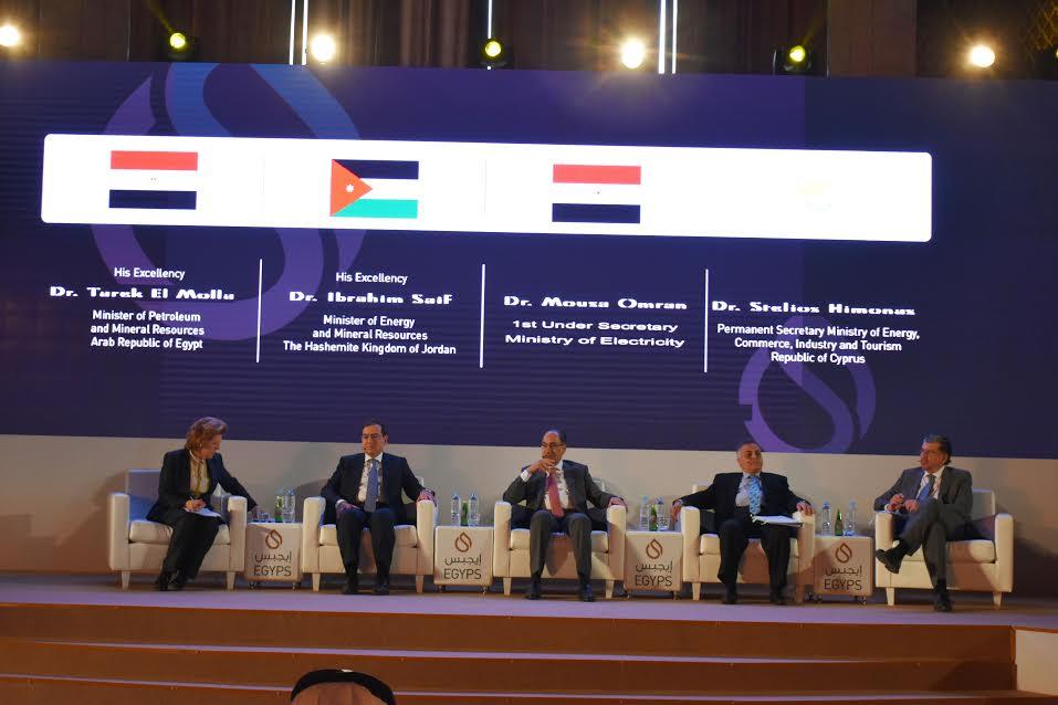 عاجل .. وزير البترول خلال الحلقة الوزارية لدور الحكومات فى الاستثمار : شركائنا الاستراتيجيون تولد لديهم شعور بان مصر مناخ جاذب جدا  للاستثمار