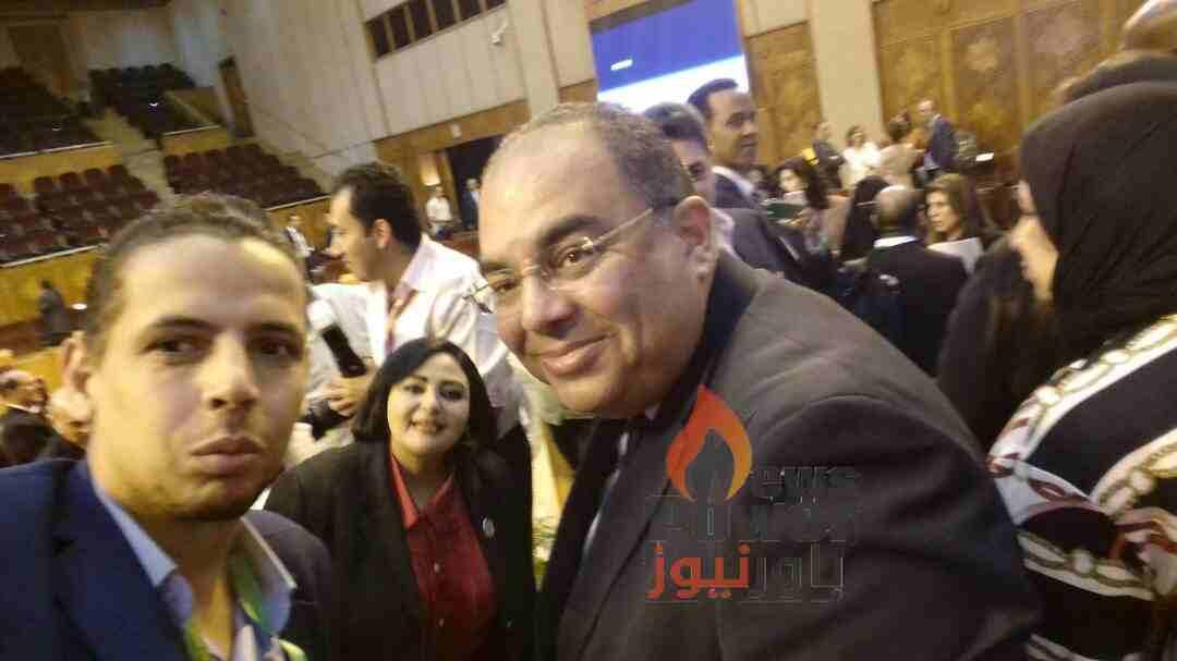 باور نيوز مع الدكتور محمود محيى الدين فى اول صورة له بعد وصوله مصر