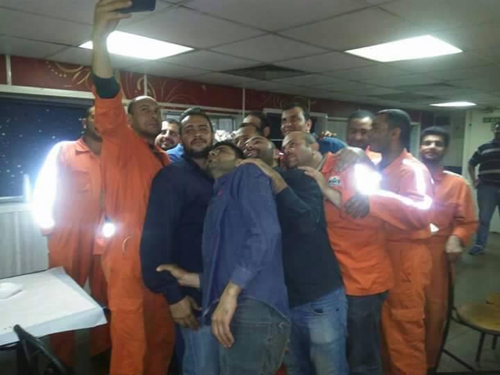 بالصور.. رجال PMS يحتفلون بانتهاء تركيب الخط 10 بحقول ظهر