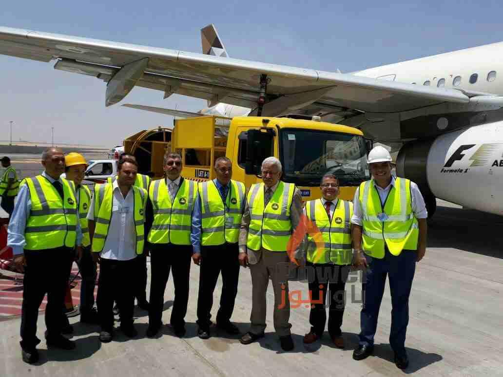 قيادات مصر للبترول يشاركون في حفل تموين اول طائرة بخط 2 بمطار القاهرة