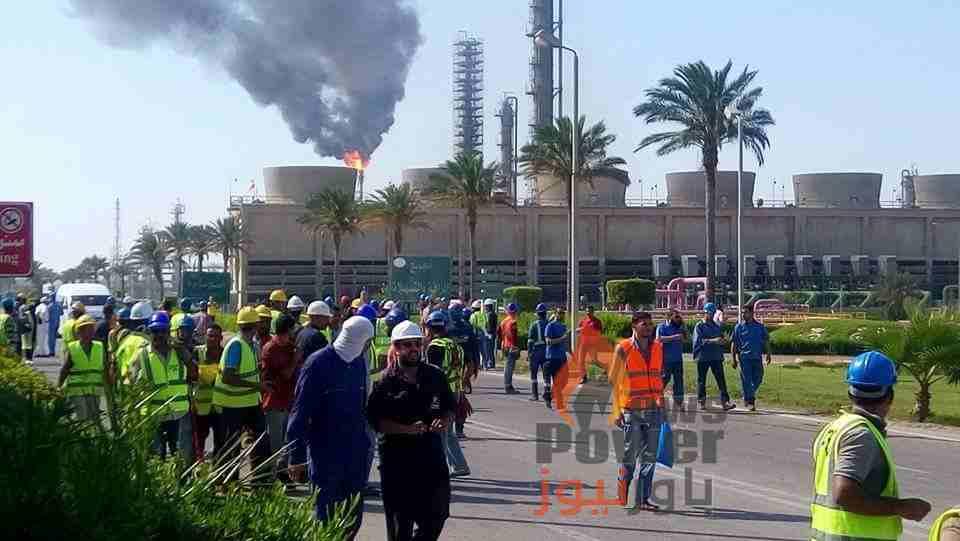 وزير البترول يصل  الان  العامرية لتفقد حريق سيدبك