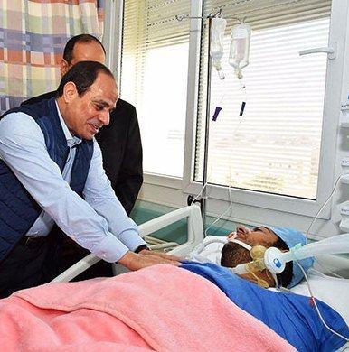 الرئيس السيسي يطمئن على النقيب محمد الحايس
