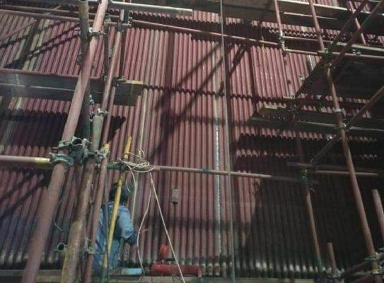 صور تظهر قيام شركة النور بعملية إحلال وتجديد الغلايه الثانية بمحطة توليد أبو قير