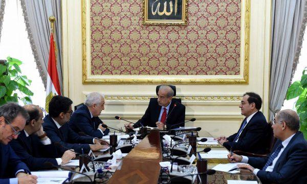 رئيس الوزراء يتابع إنتاج حقل ظهر مع نائب رئيس شركة إيني