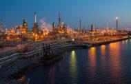 أسعار النفط تنخفض وسط توقعات بارتفاع المخزونات الأمريكية