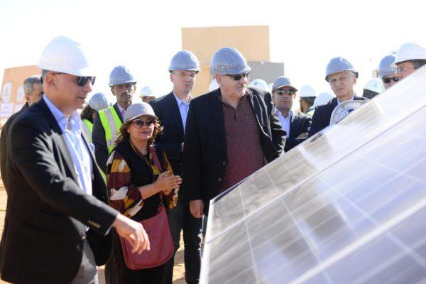 الرئيس التنفيذى لمؤسسة IFC يزور محطة الطاقة الشمسية لشركة طاقة عربية ببنبان ويشيد بالخبرات المتميزة فى بناء المشروع