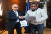 رئيس بوتاجاسكو يكرم تامر عبد الرحمن بوصفه العامل المثالى