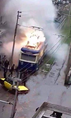 اشتعال النيران بعربة الترام بمحطة الهدايا بالإسكندرية دون حدوث اصابات