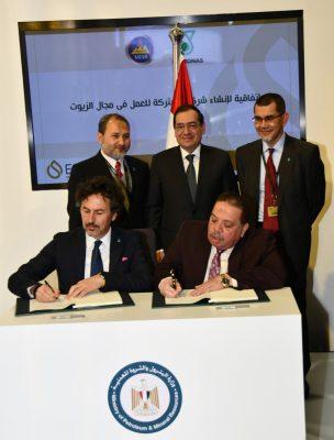 وزير البترول يشهد توقيع اتفاقية تعاون بين مصر للبترول وبتروناس لانشاء شركة مشتركة للعمل فى مجال الزيوت