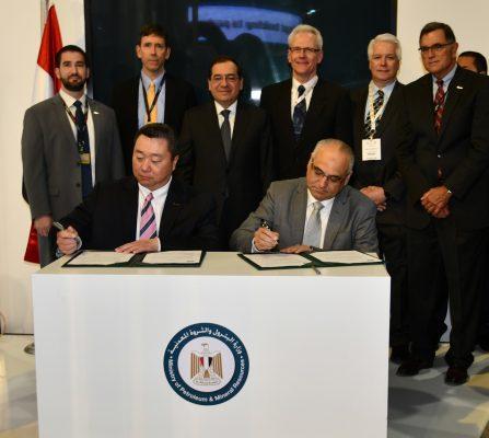 وزارة البترول توقع مع شركة أباتشى اتفاقية تعاون لتنفيذ برامج تدريب تطوير وتأهيل القيادات الشابة والمتوسطة