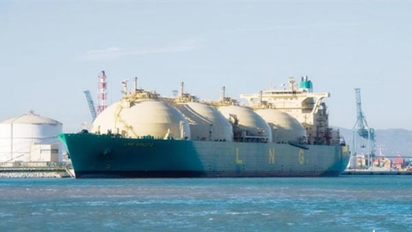 مصر تعرض 4 شحنات غاز مسال للتحميل في أبريل مع زيادة الصادرات