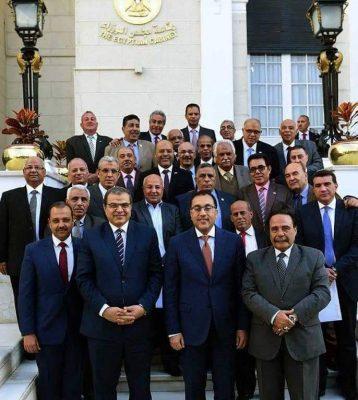 رئيس الوزراء يلتقي رئيس اتحاد العمال وممثلي النقابات ويهنئ عمال مصر بعيدهم