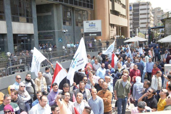 مسيرة في حب الوطن برعاية البدوي ينظمها العاملين بشركة خدمات البترول البحرية لتأييد التعديلات الدستورية
