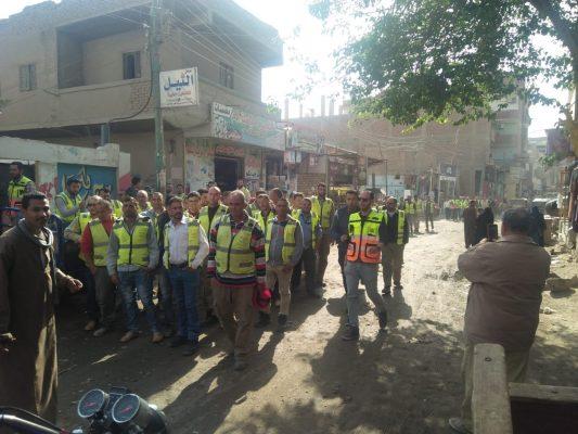بقيادة مختار .. العاملون بالوجه القبلي لانتاج الكهرباء يشاركون في الاستفتاء الدستوري
