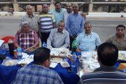 عبد الله يشارك العاملين بورادى شركة النصر للبترول وجبة الإفطار وسط روح من التواضع الاجتماعى
