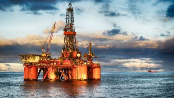 النفط ينخفض لليوم الثاني بسبب مخاوف النمو الاقتصادي