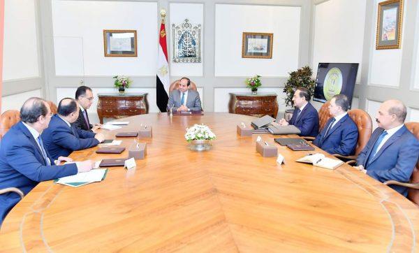 الرئيس السيسى يجتمع برئيس الوزراء ووزير البترول ويطلع على موقف مشاريع انتاج الزيت والغاز وخطة توصيل الغاز للمنازل