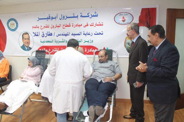بحضور عبد السلام .. بترول أبو قير تشارك في حملة التبرع بالدم