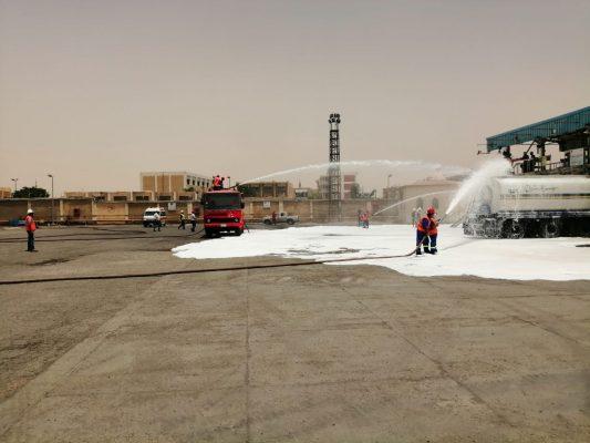 بالصور .. شركات النصر والسويس ومصر للبترول ينجحون في تنفيذ مناورة حريق وهمية داخل منصة الشحن والمباني الادارية بمستودع السويس