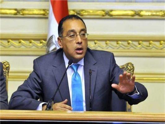 رئيس الوزراء يعلن حظر حركة المواطنين على الطرق العامة من 7 مساء إلى 6 صباحا