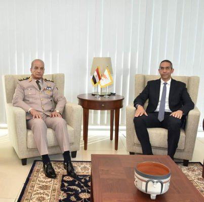 وزير الدفاع يعود إلى القاهرة بعد زيارته الرسمية لقبرص