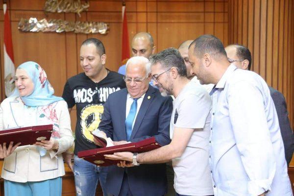 بالصور .. محافظ بورسعيد يوقع بروتوكولاً مع البنك المصري للصادرات لتمويل تمليك 58 مصنعا للشباب