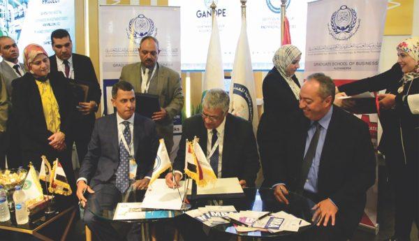 على هامش مؤتمر موك 2019 .. اتفاق لبدء مشروع تجميع البيانات الجيوفيزيقية بمناطق صعيد مصر البترولية