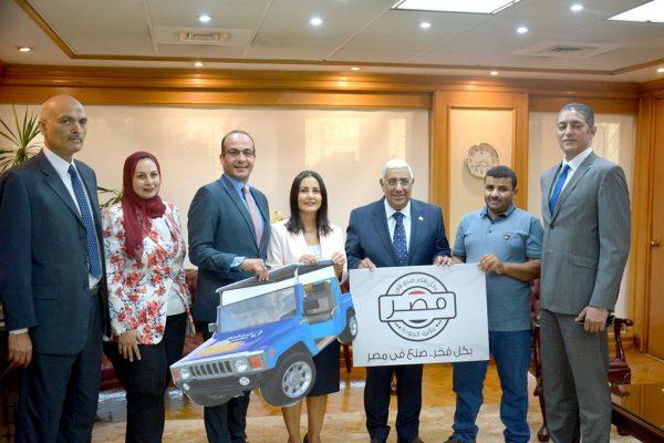 بالصور .. المصرف المتحد يمول صاحب اول سيارة كهربائية مصرية 