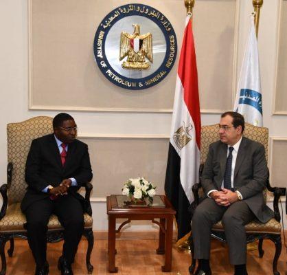 وزير البترول يناقش مع نظيره التنزاني فرص دخول الشركات المصرية إلى السوق التنزانية لتنفيذ مشروعات بترولية