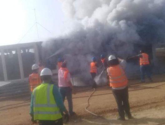 بالصور .. حريق محدود بموقع محطة الطاقة الشمسية لشركة سكاتك والسيطرة عليه دون خسائر