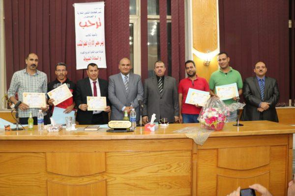 رئيس شركة جنوب القاهرة لتوزيع الكهرباء يُكرم المتميزين بقطاعات الشئون التجارية