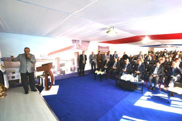 الملا يتابع الموقف التنفيذي لمشروعات توصيل الغاز ببورسعيد ويستمع الي شرح من رئيس