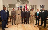 صورة تذكارية للدكتور محمد شاكر مع قوات حفظ السلام بالكونغو