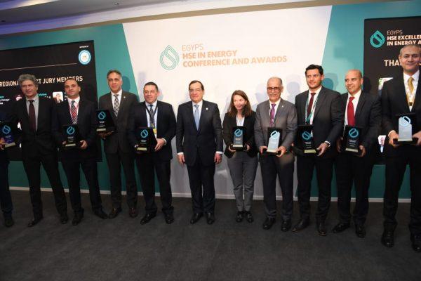 المهندس طارق الملا يشهد تسليم جوائز مسابقة التميز في مجالات السلامة والصحة المهنية وحماية البيئة